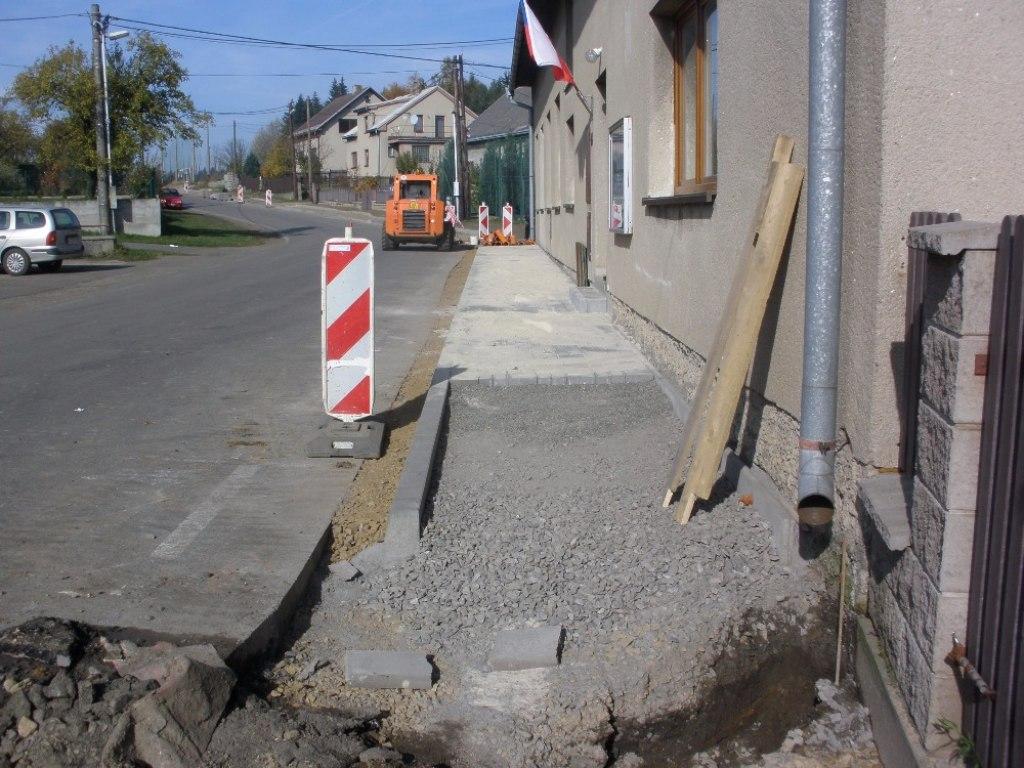 10 Výstavba chodníků Chroustov 4